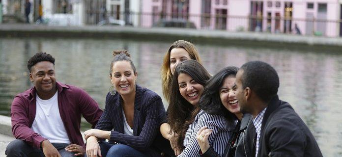 Les étudiants du CIEFA sur le bords du Canal Saint-Martin, Paris 10 ème